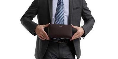 Мужской клатч – это что-то среднее, между портмоне и барсеткой